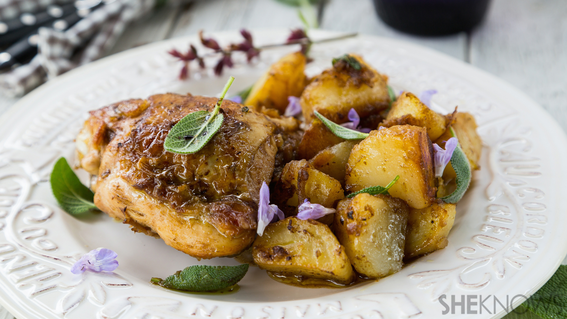 Pan-fried brandy chicken and potatoes with balsamic vinegar recipe