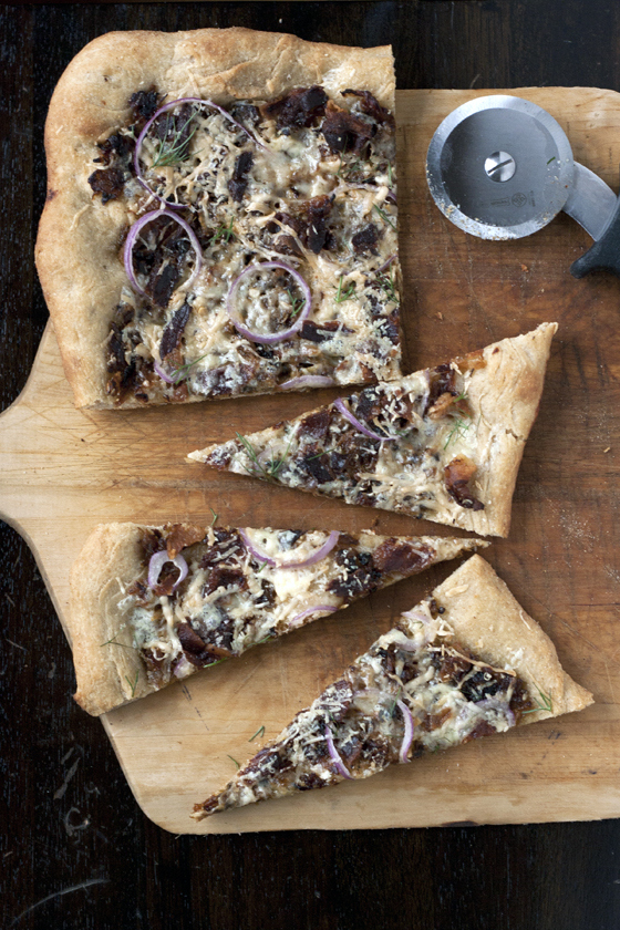 Caramelized fennel and bacon pizza