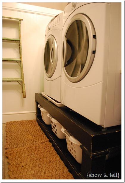 Laundry basket pedestal
