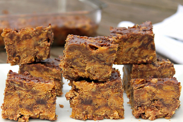 Crunchy no-bake peanut butter chocolate chip bars