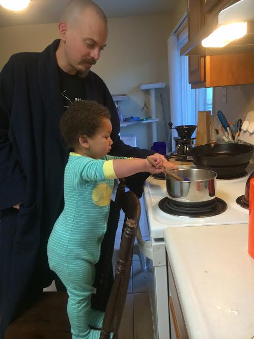 Dads let you get close to the stove | Sheknows.com