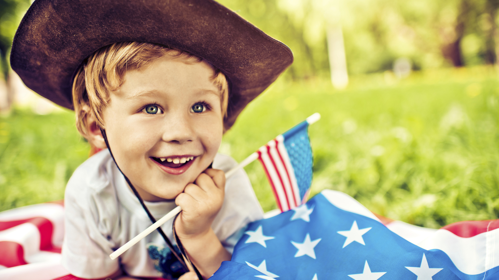 Little boy with American flag | Sheknows.com