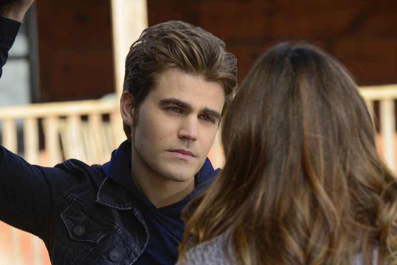 Stefan and Elena hide from The Travelers on The Vampire Diaries