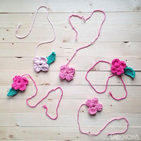 DIY Crocheted Mother's Day card: Flowersheknows.com/articles/2014/05/Mike_C/1036405/flowersleaves.jpg
