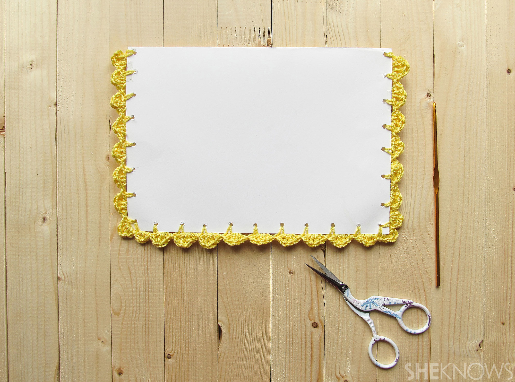 DIY Crocheted Mother's Day card: crochet on scallop boarder finished