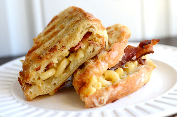 Bacon mac and cheese sandwich
