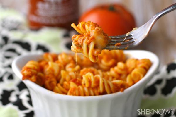 Baked pasta with Sriracha sauce