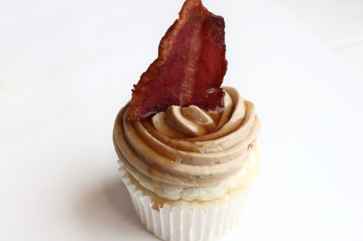 Buttermilk pancake cupcakes with maple frosting and bacon