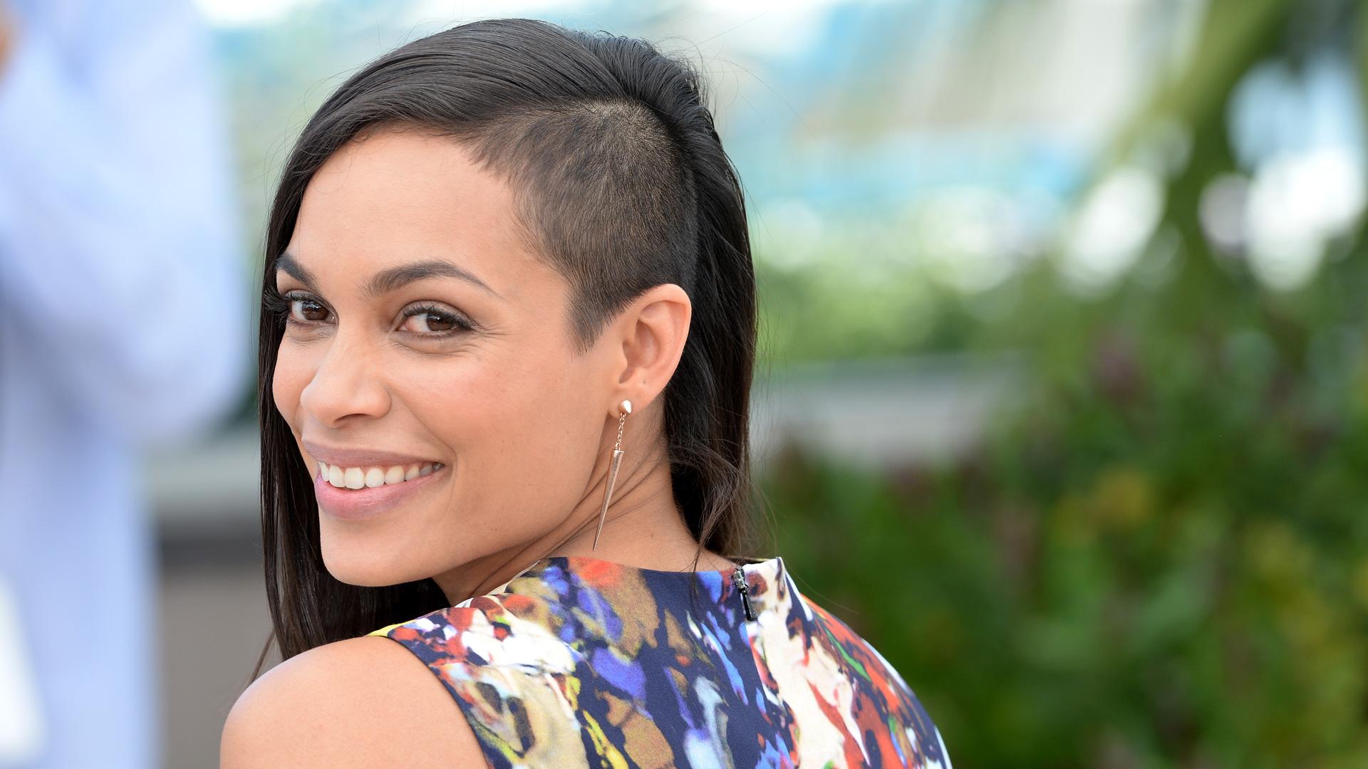 Rosario Dawson rocks hip haircut