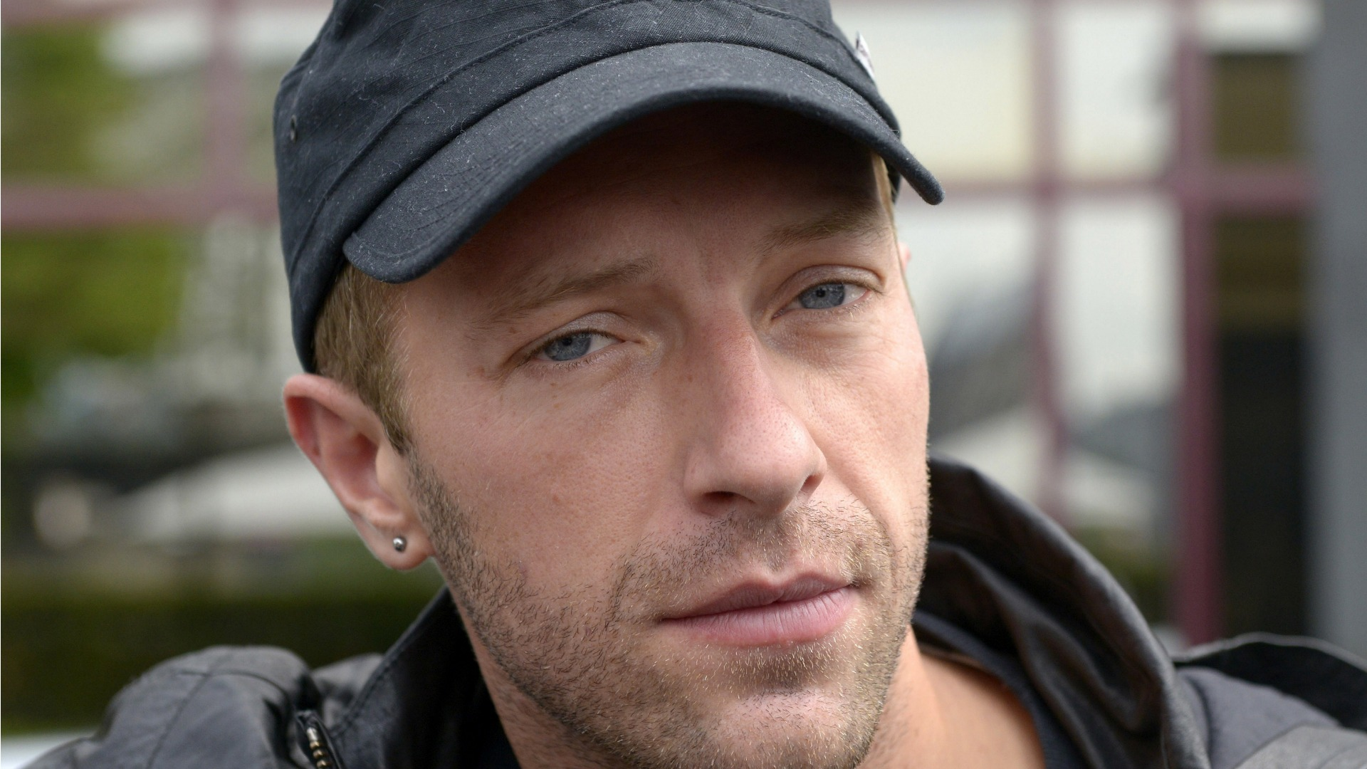 chris martin dating 2014 It's official: chris martin really does have a thing for blonde, talented and photogenic actresses since 'consciously uncoupling' from oscar-winning star gwyneth paltrow, his wife of 10 years, in march 2014, he swiftly moved on to fellow oscar-winner jennifer lawrence despite never being .