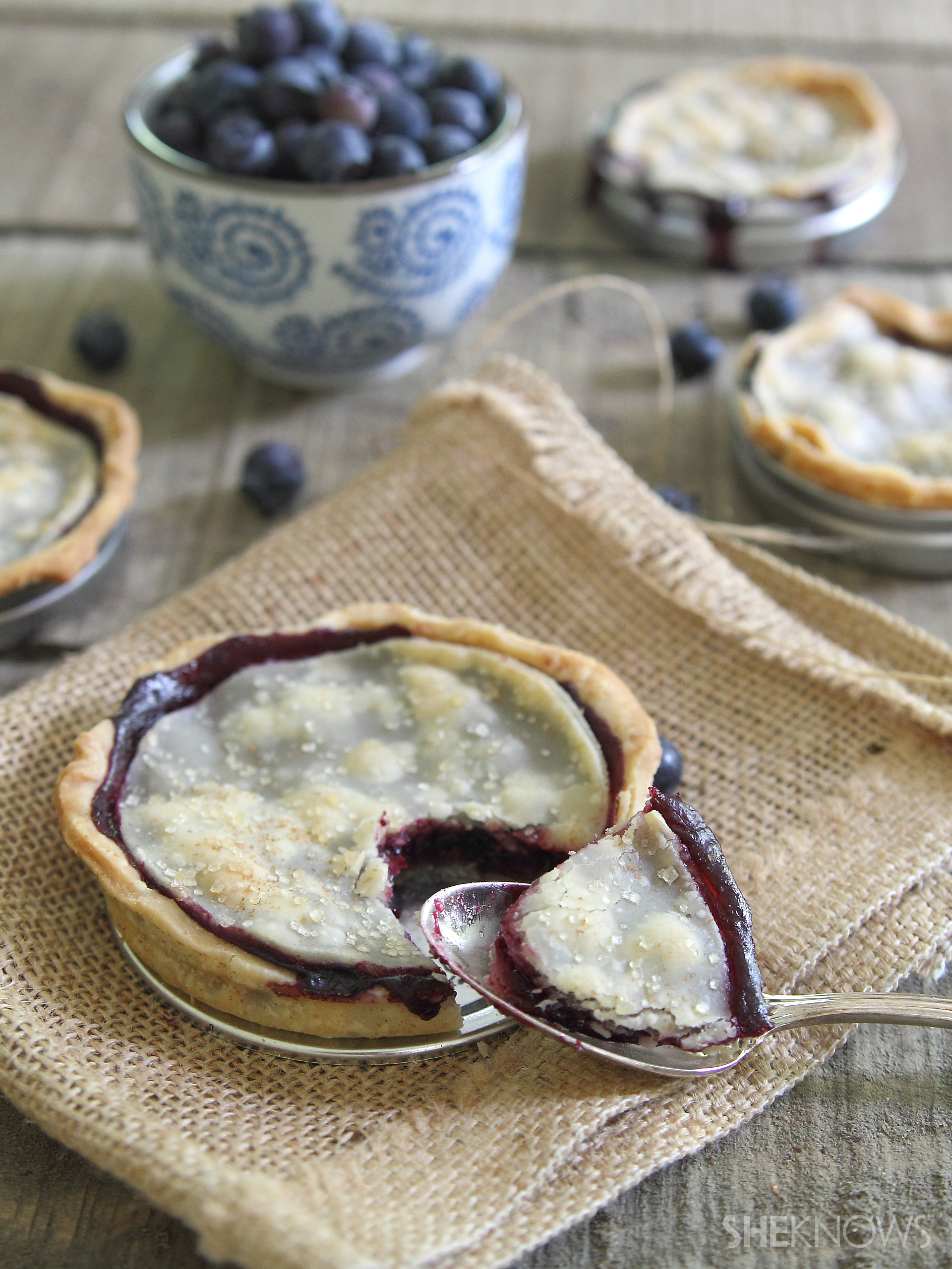 Mason jar lid blueberry pies recipe