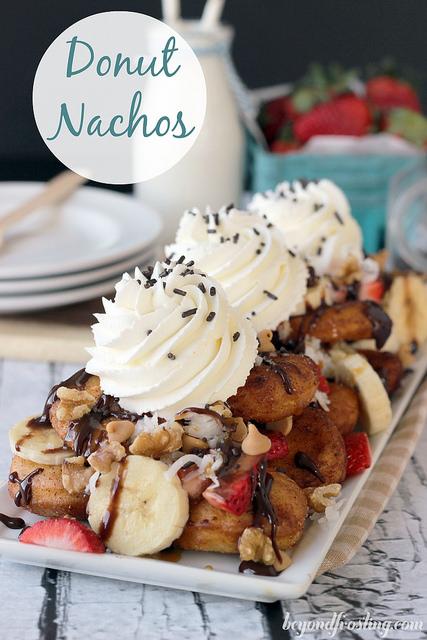 Donut dessert nachos