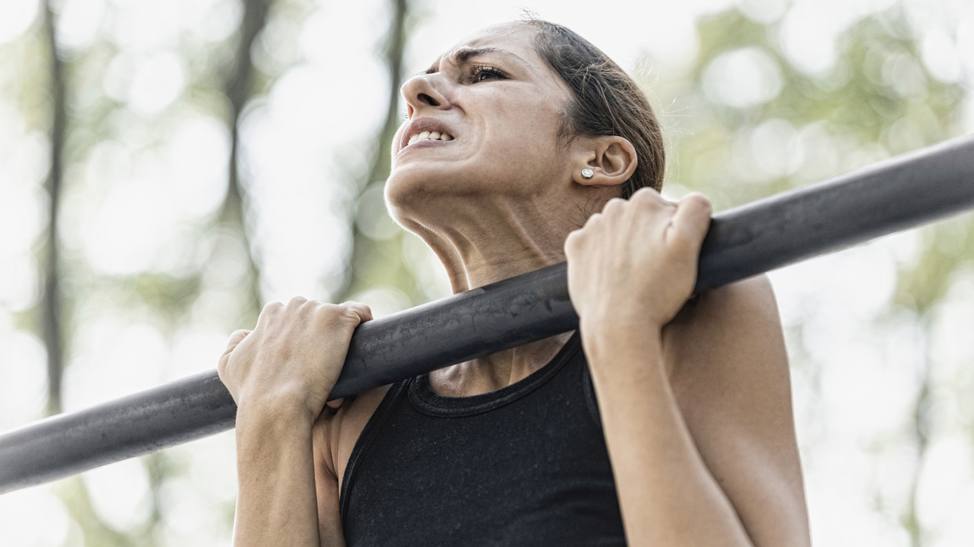 Woman doing Pull-ups | Sheknows.com