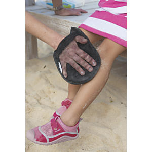 Sand-Off! Sand Removal Mitt | Sheknows.com