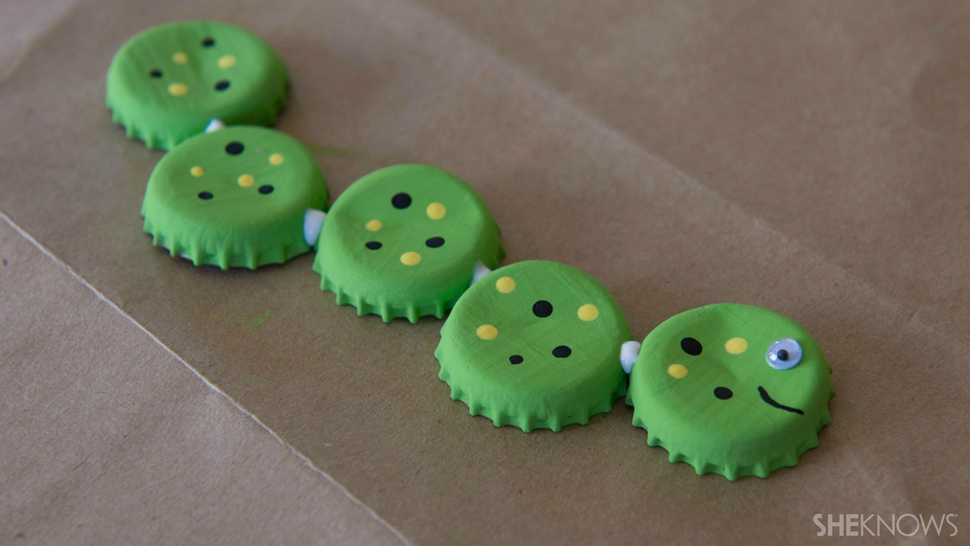 Bottle cap magnets | Sheknows.com - glue together
