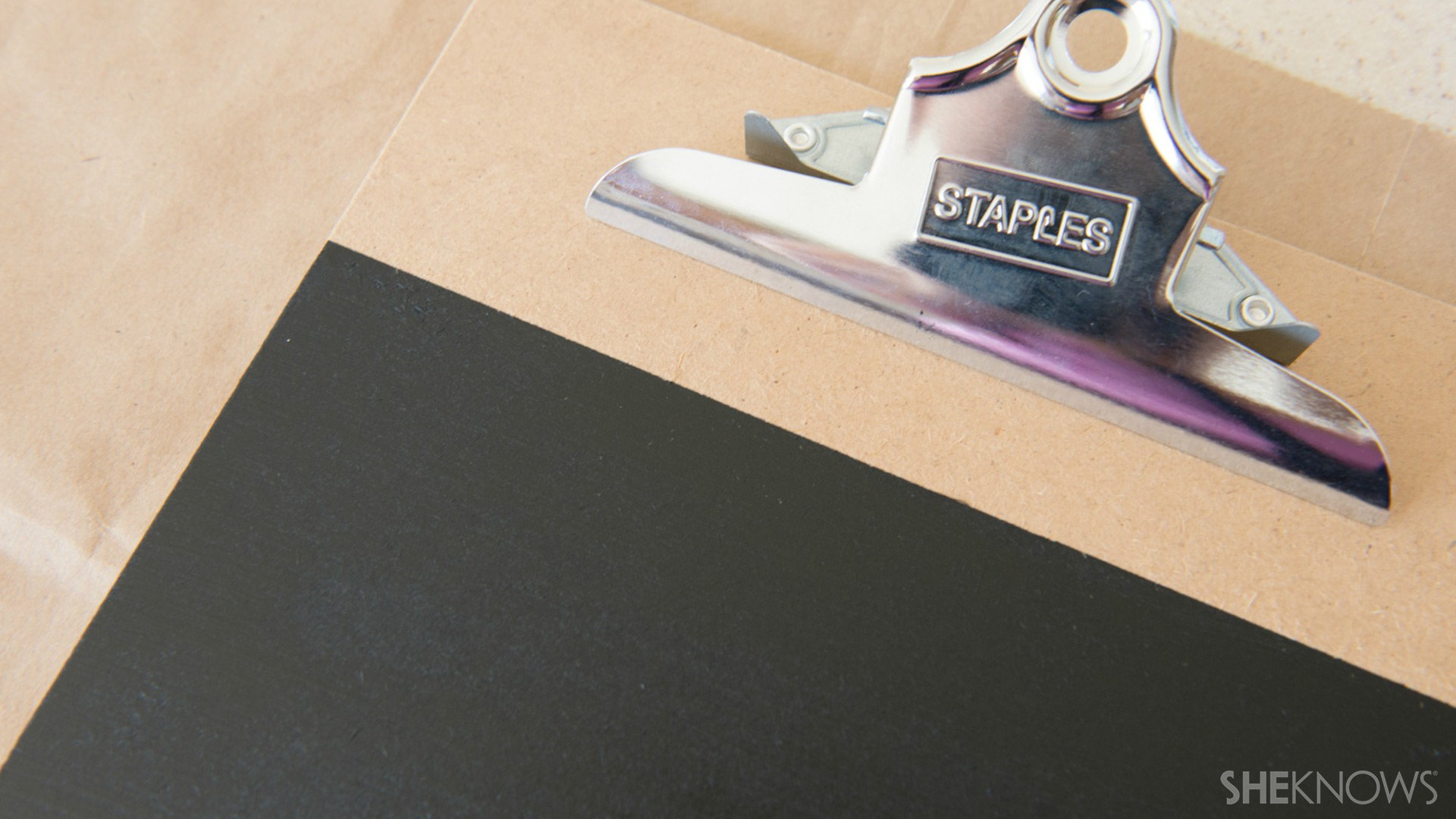 This easy chalk clipboard tutorial helps you stay organized