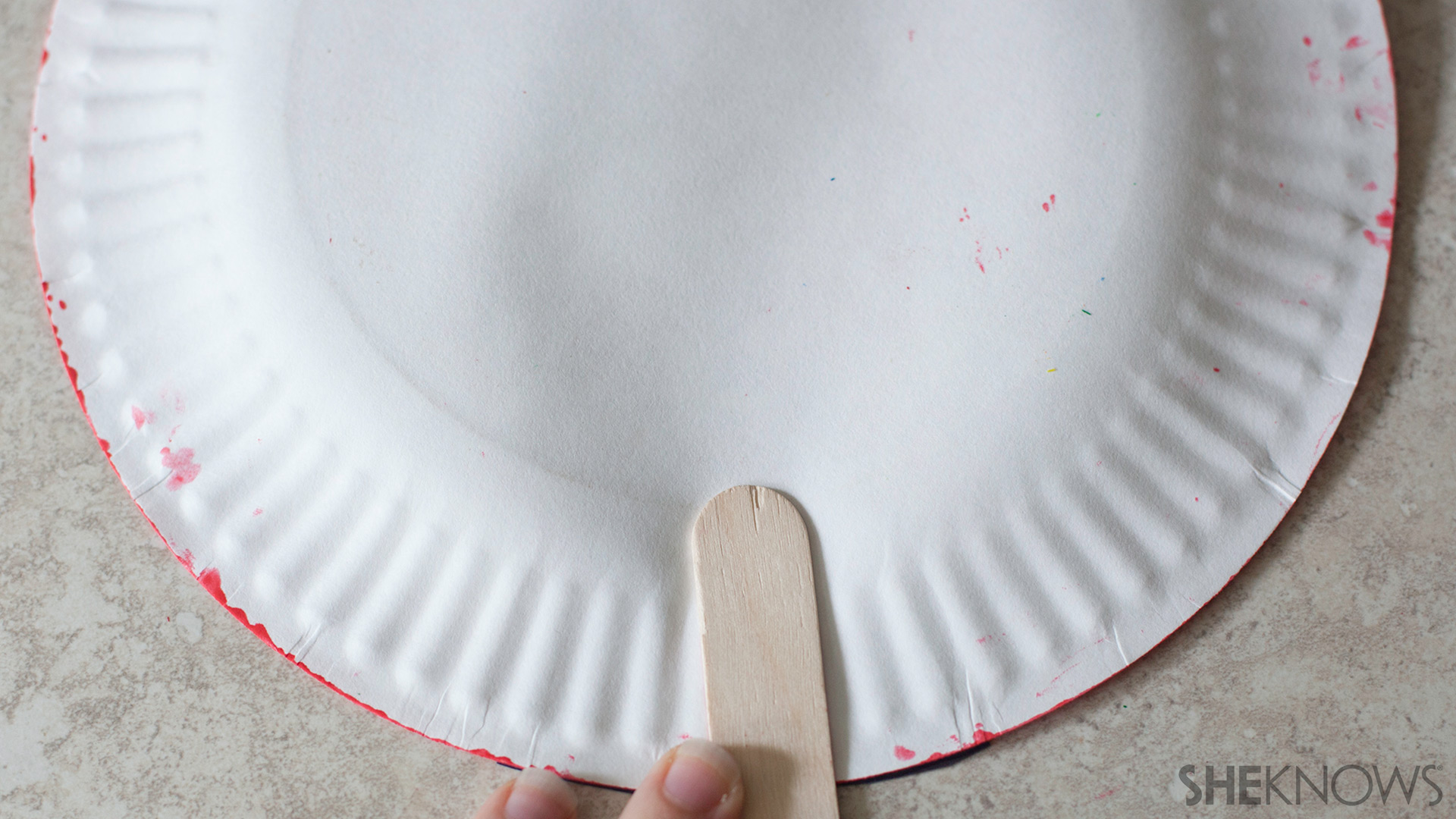 Teach your kids how to make colorful DIY fans with paper plates