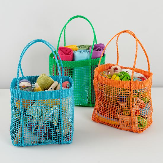 Woven plastic carrying bag | Sheknows.com