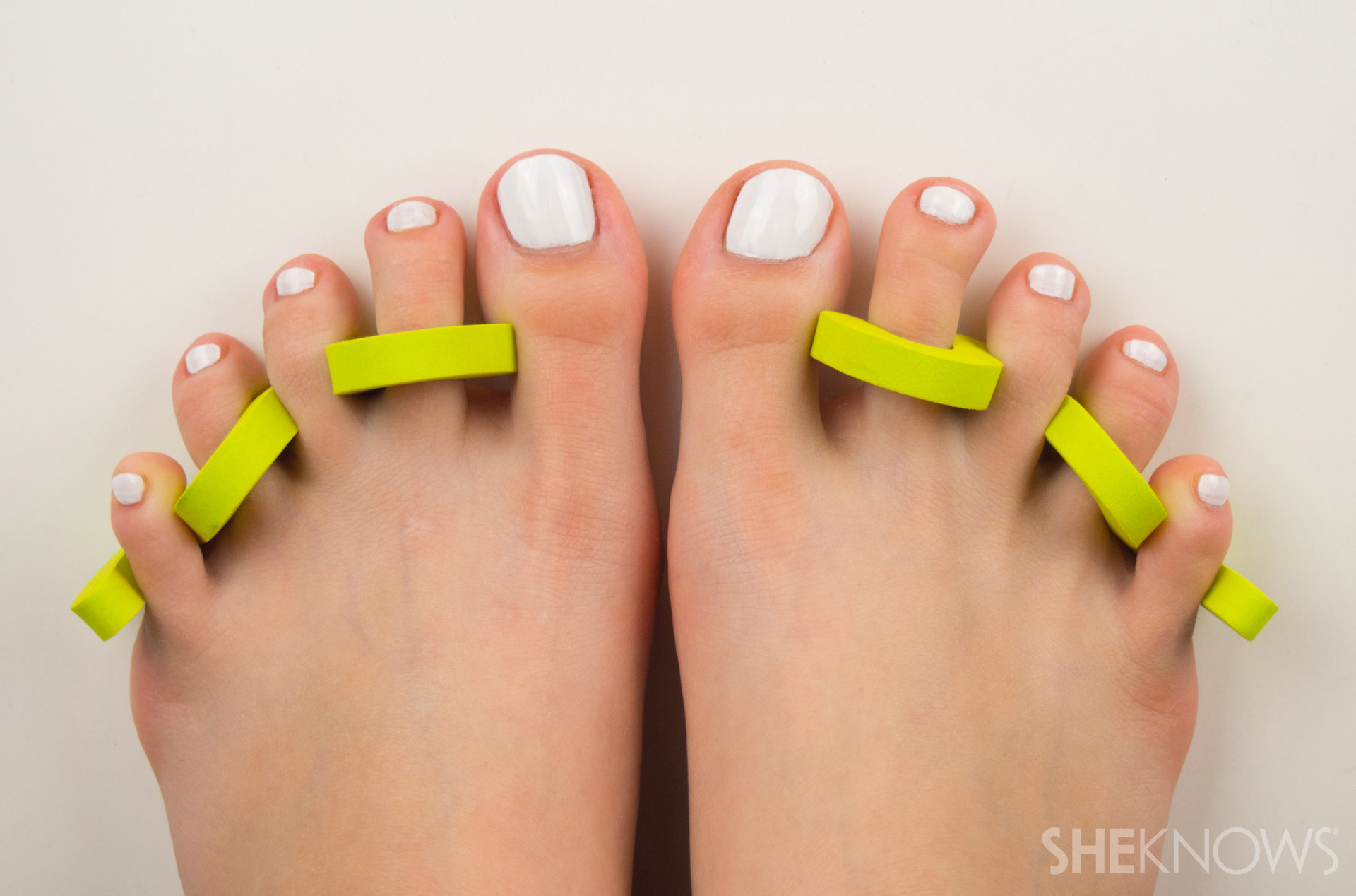 Gradient pedicure for summer