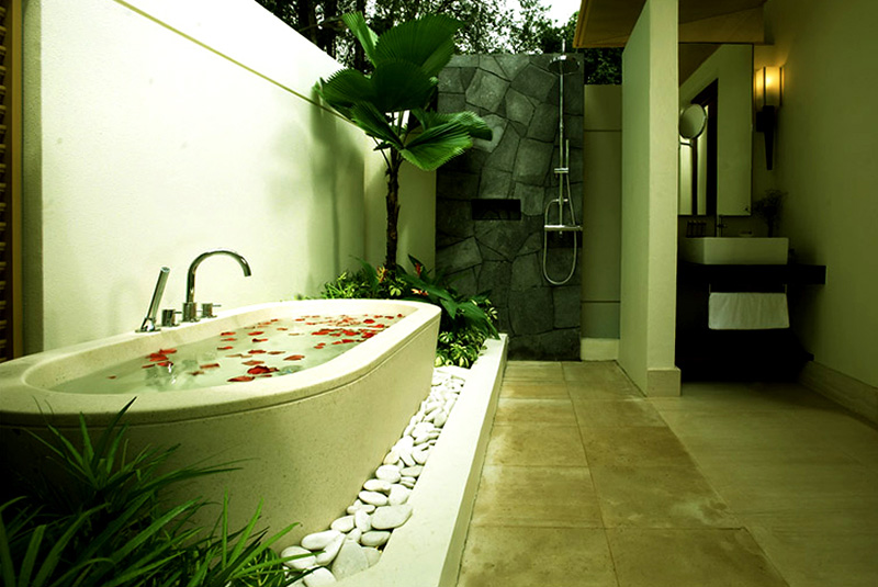 Outdoor bathroom at Amara Sanctuary Resort