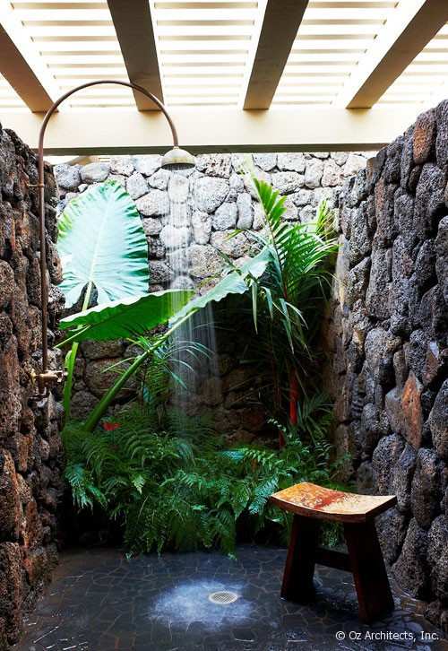 Outdoor shower by Oz Architects