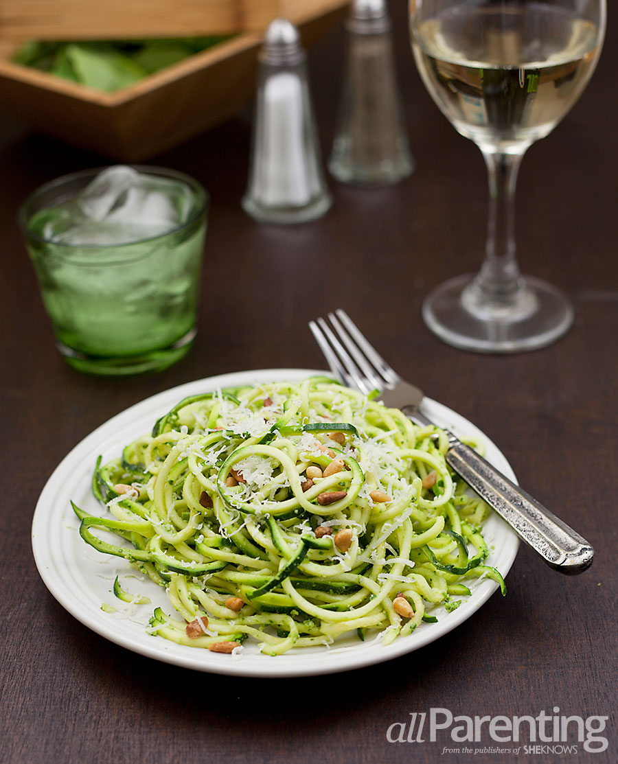 allParenting Zucchini pasta with pesto, pine nuts and parmesan