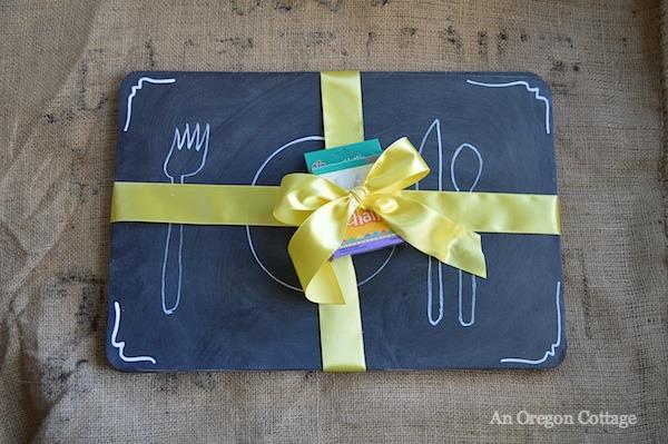 Chalkboard crafts- Chalkboard placemats