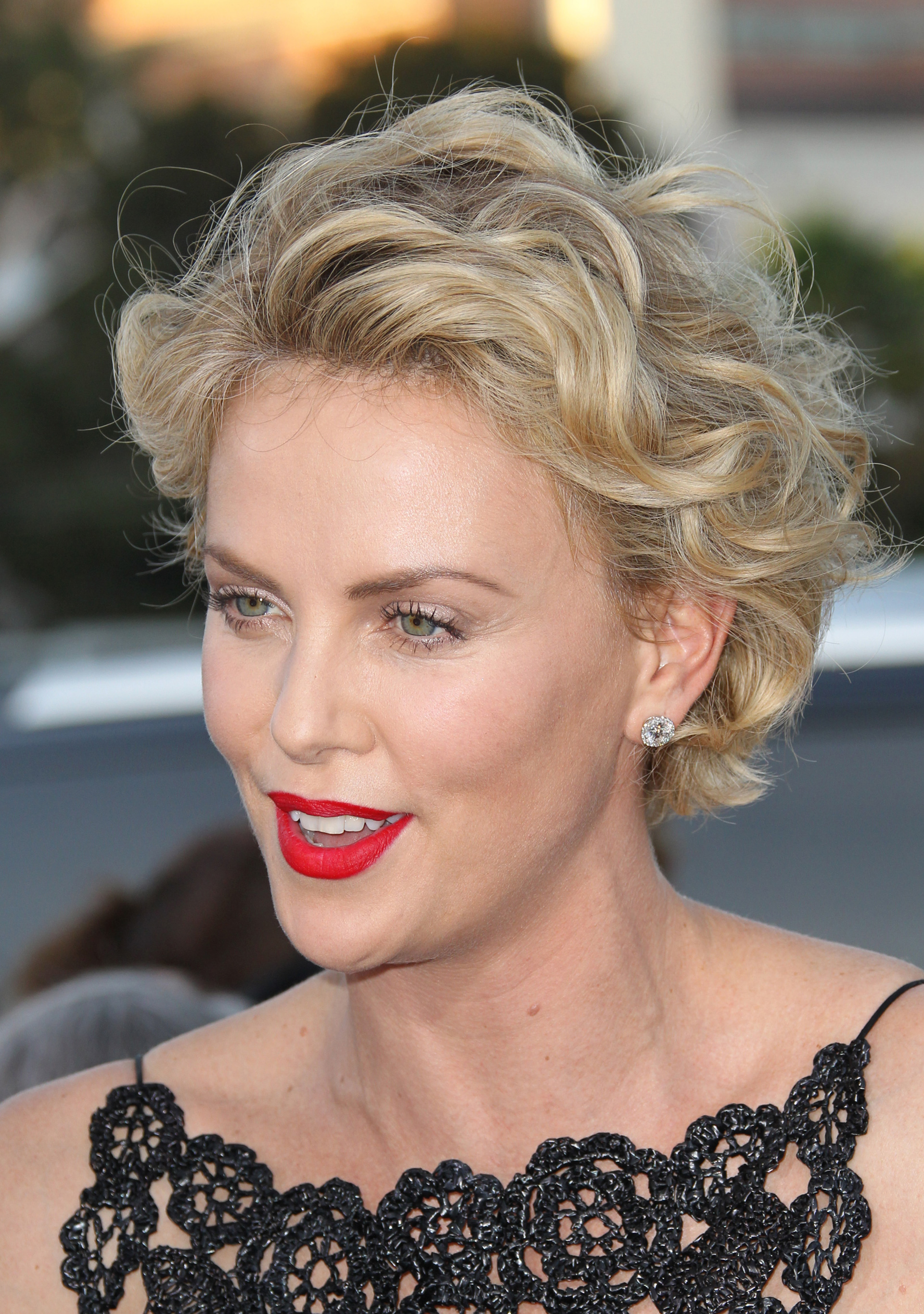 Charlize Theron S Pixie Cut Is Growing Out And We Can T