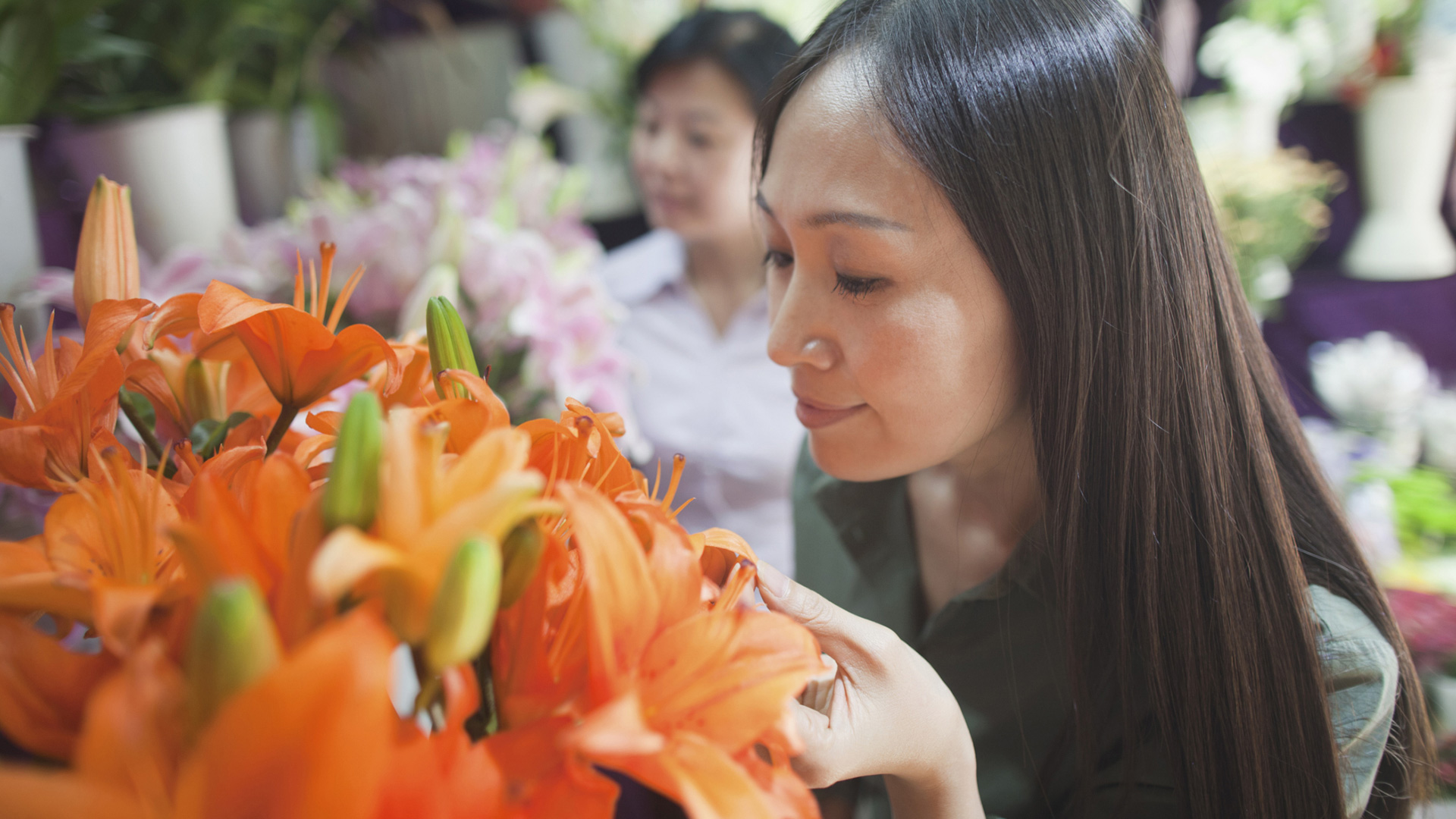 Woman picking out flowers | Sheknows.com