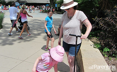 Monica and family at the zoo | Sheknows.com