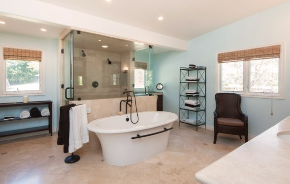 Trisha Yearwood and Garth Brook: bathroom
