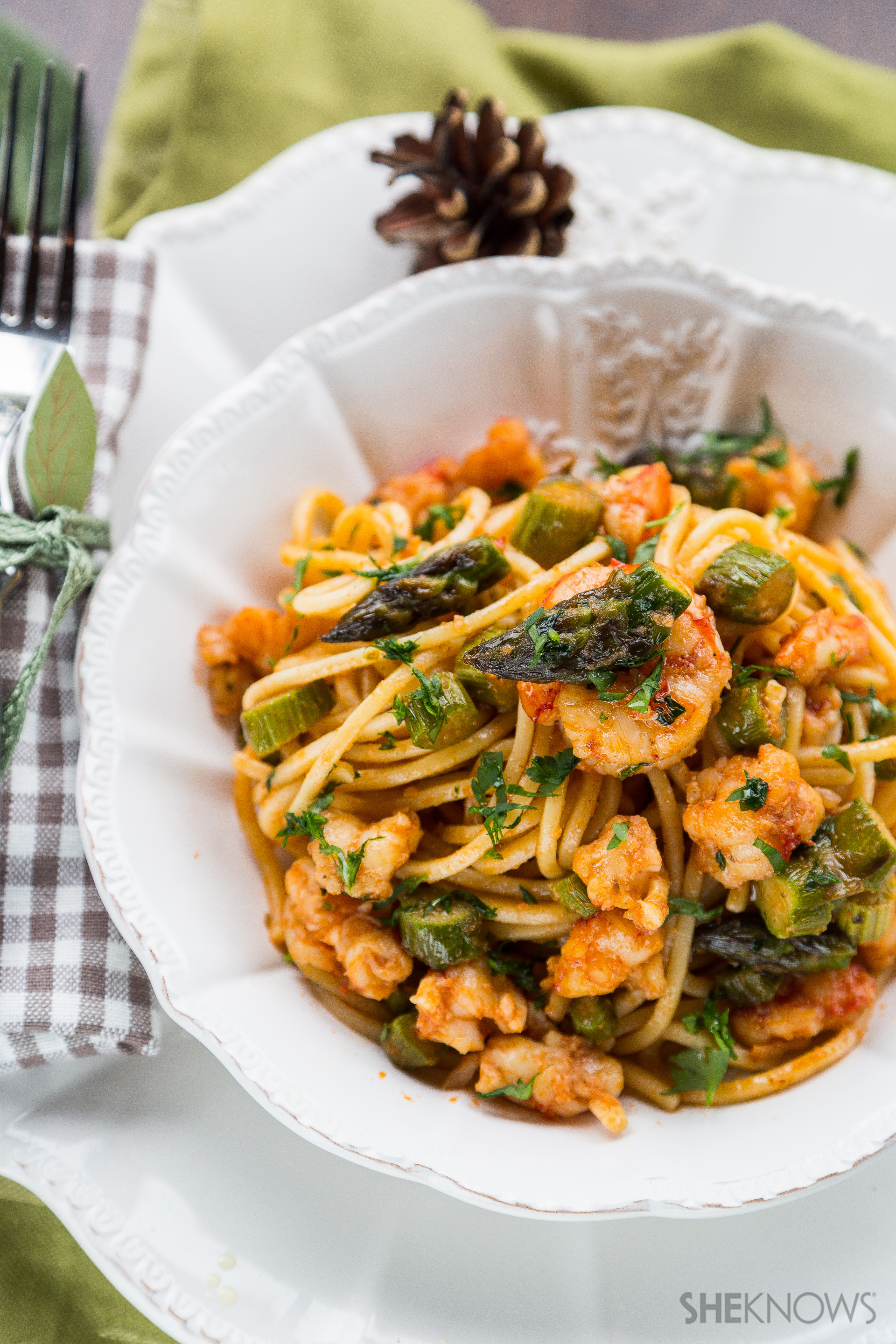 Spaghetti with harissa-spiced shrimp and asparagus recipe