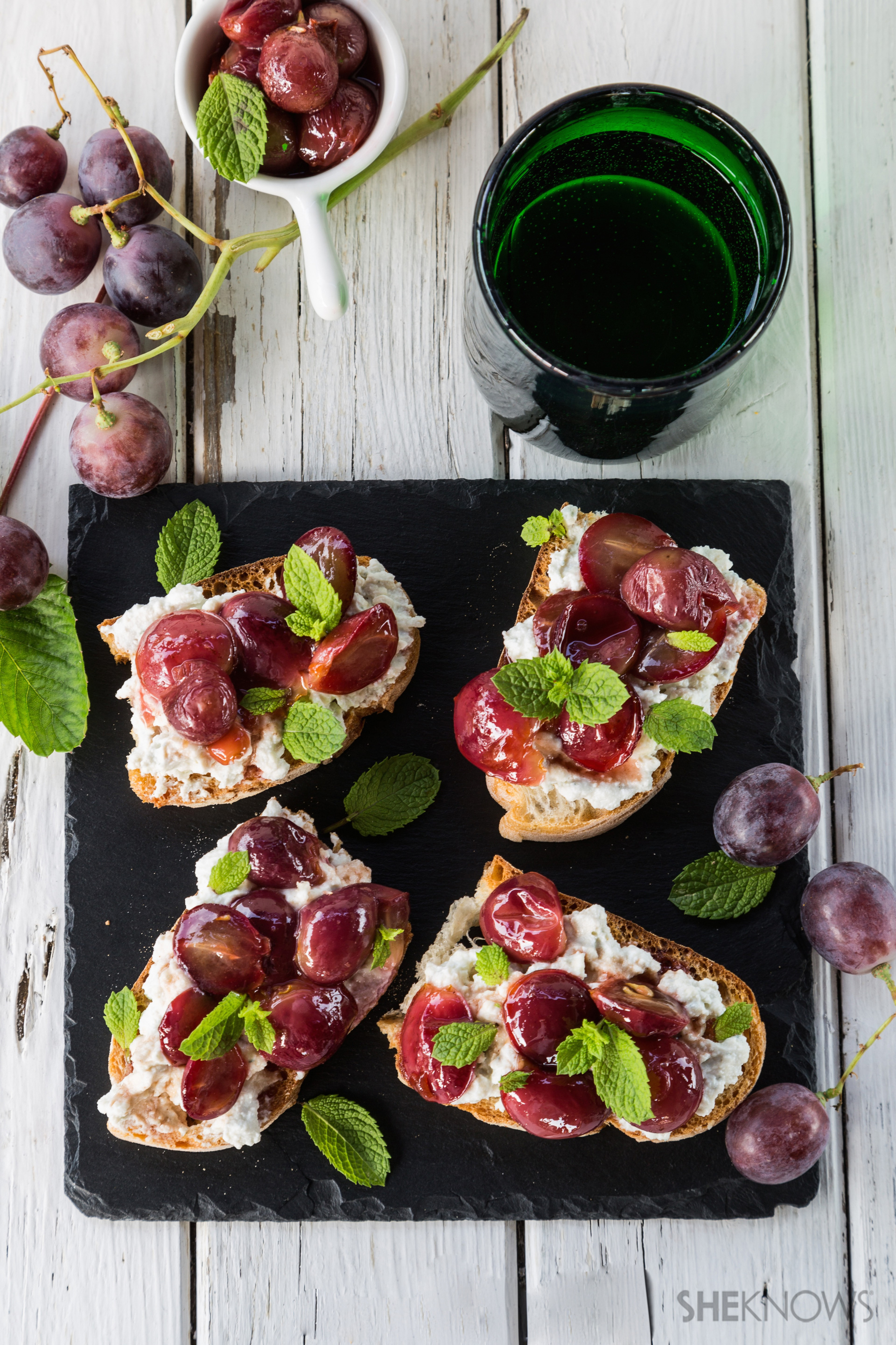 Tartine with blue cheese and pan roasted grapes recipe