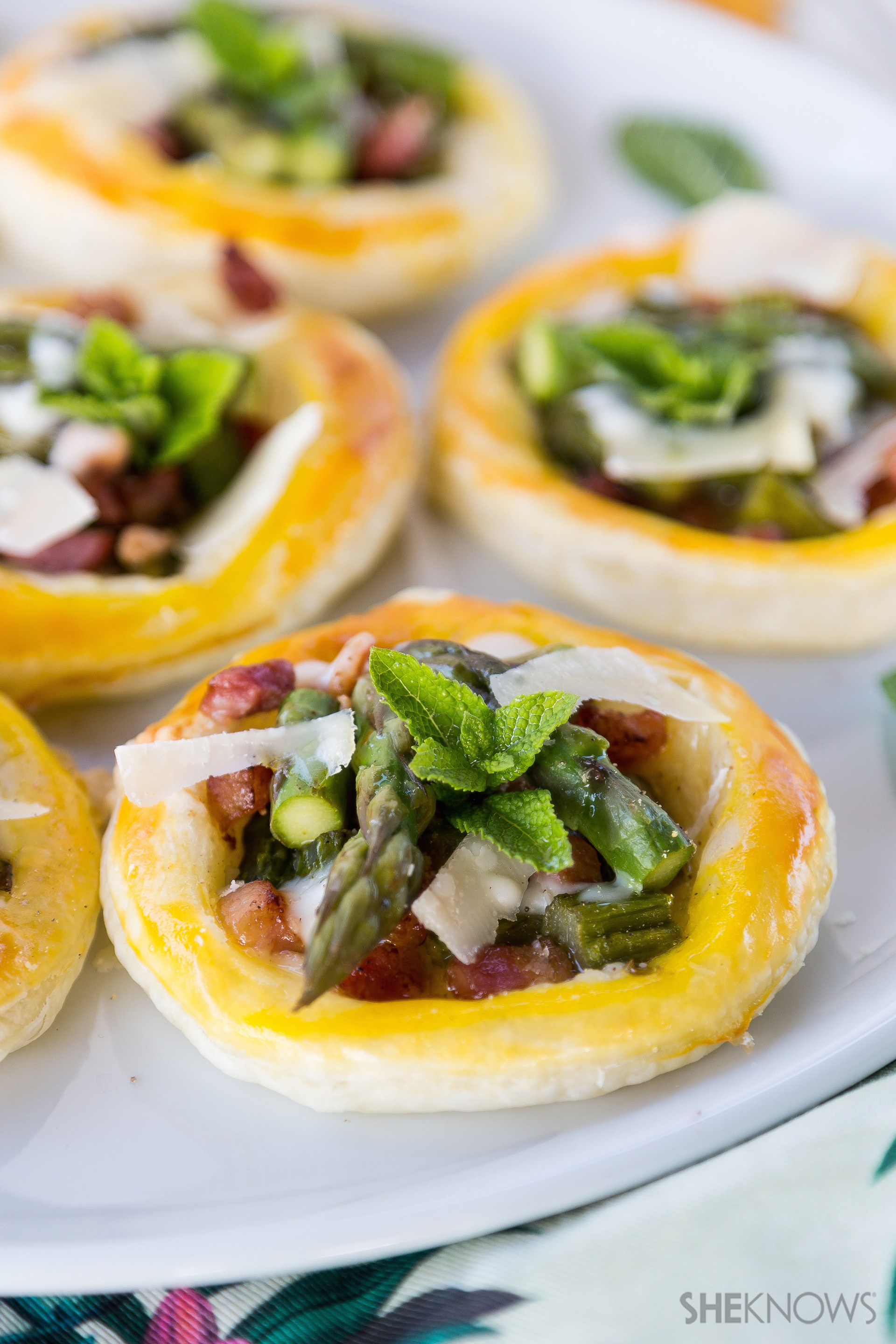 Tarts with asparagus, pancetta and cream of Parmesan recipe