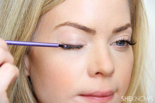 DIY Moisturizing eyelash growth serum: Step 5 brush on roots
