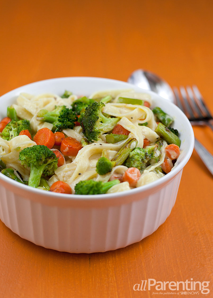 allParenting Fettuccine alfredo with colorful veggies