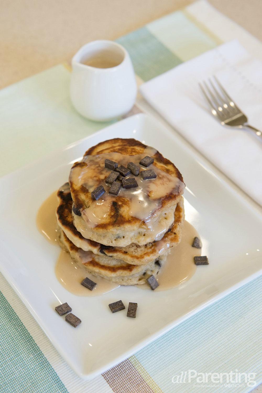 allParenting Banana bread pancakes with vanilla glaze