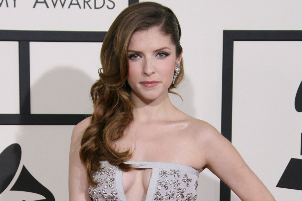 Can you spot what these smokin'-hot celebs have in common on every red carpet?