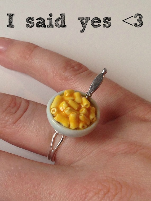 Macaroni and cheese ring