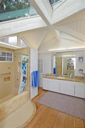 Miranda Kerr's bathroom