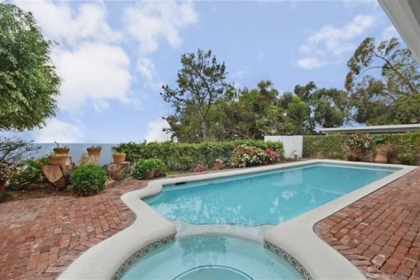 Miranda Kerr's pool