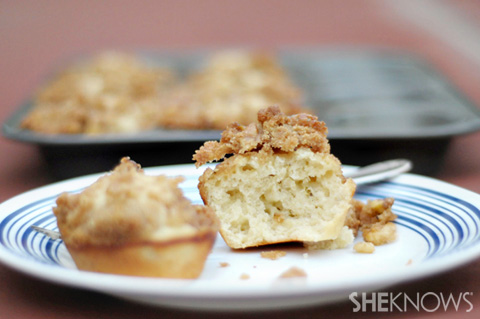 Cinnamon streusel yogurt muffins
