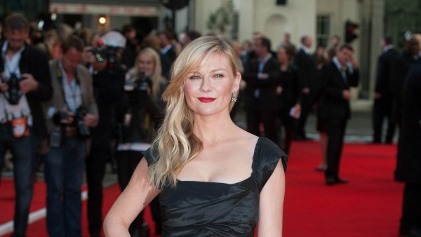 """Kirsten Dunst knows your 30s is """"time to get married and have babies"""""""