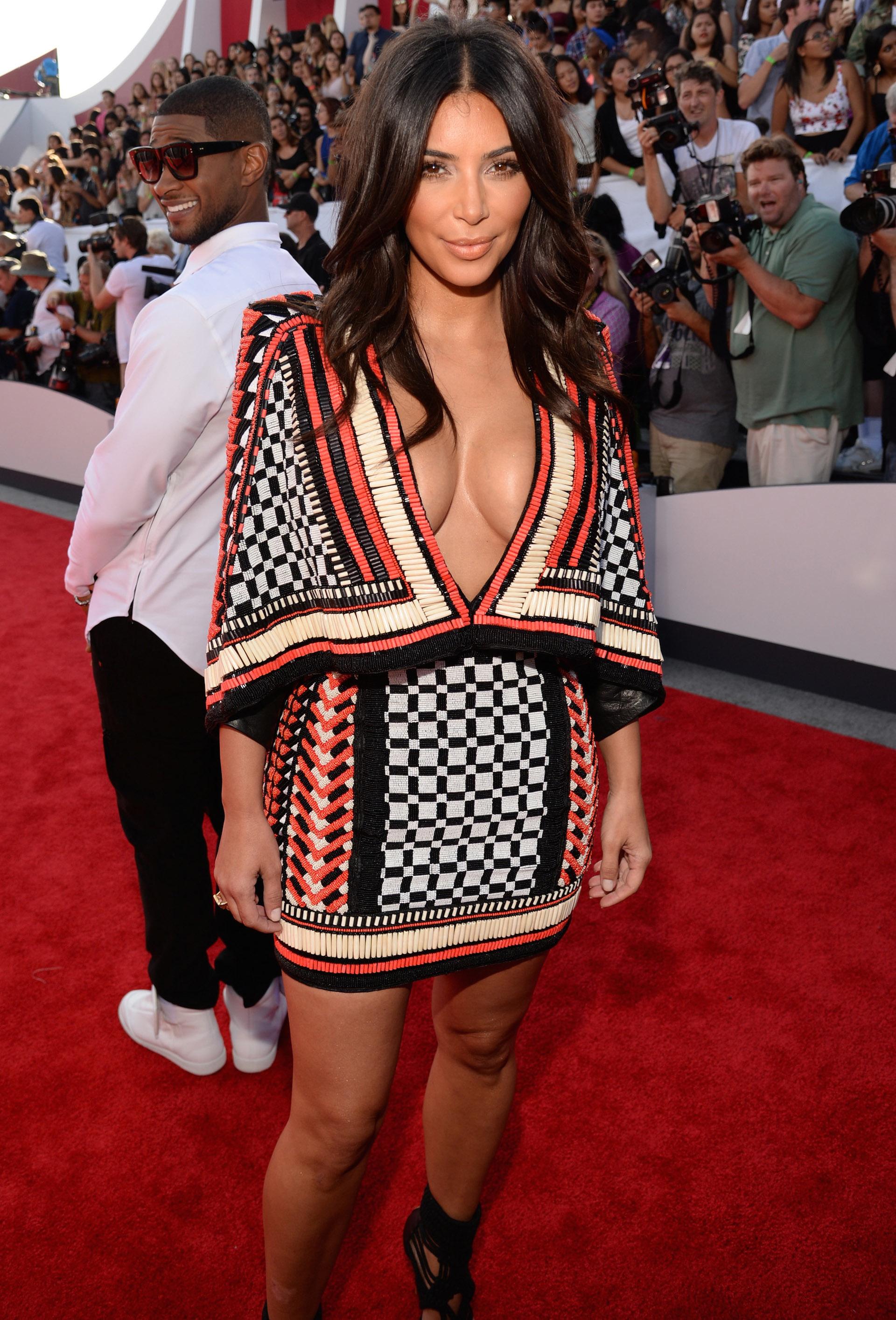 Kim Kardashian photobombed by Usher