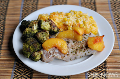 Porkchops with white wine peaches