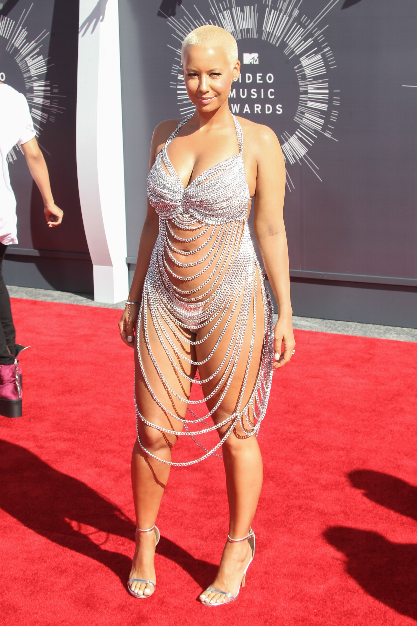 Is Taylor Swift's gaudy bodysuit this year's worst-dressed at the VMAs?