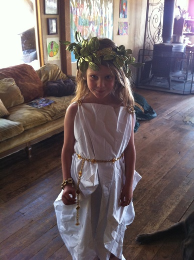 How To Wear A Toga Using A Bed Sheet