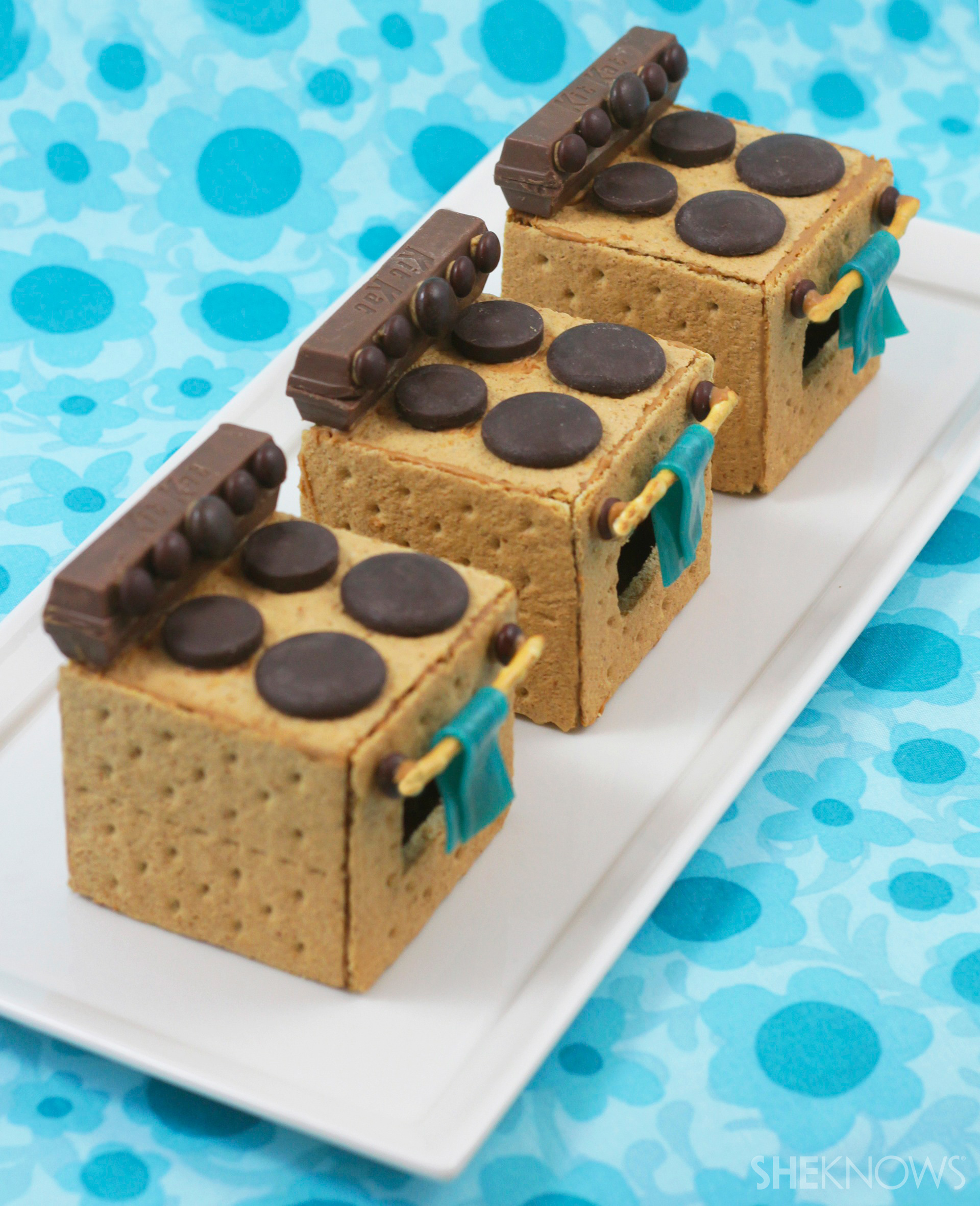 Get two treats in one with these completely edible kitchen-themed cookies