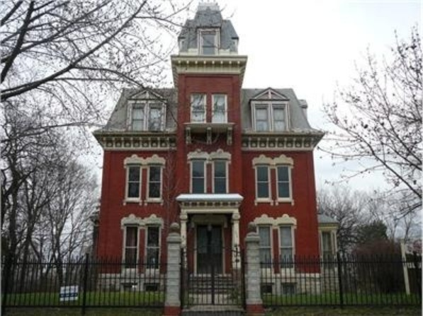 8 spookiest haunted mansions to ever hit the real estate for Mansion in chicago for sale