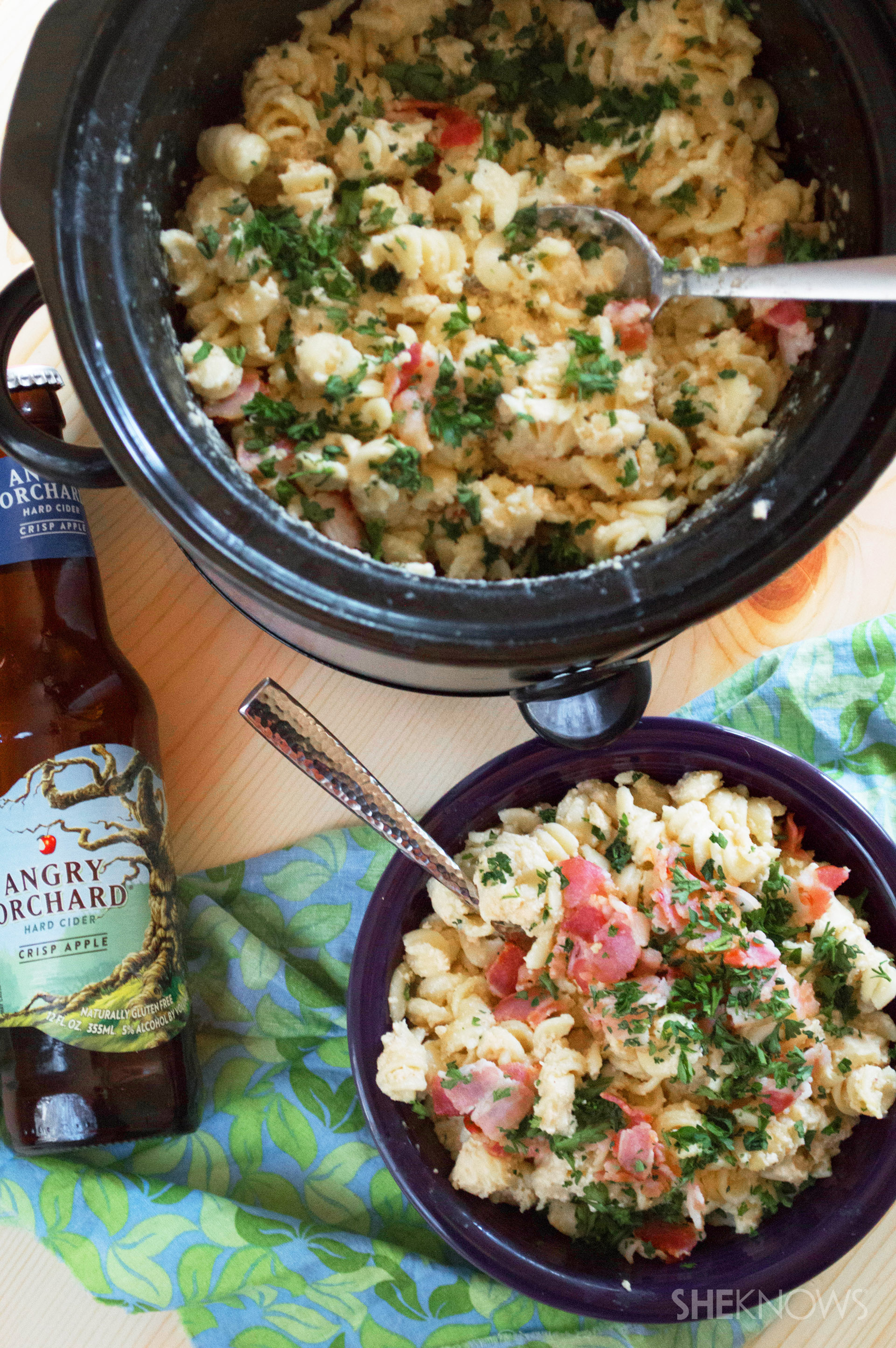 Slow cooker hard cider white cheddar bacon mac and cheese recipe